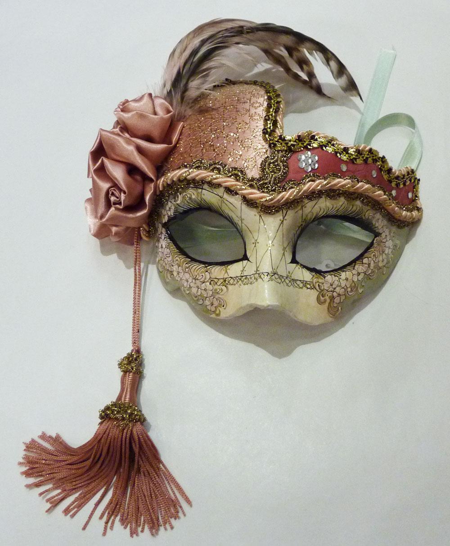 les masques traditionnels du carnaval de venise schegge. Black Bedroom Furniture Sets. Home Design Ideas