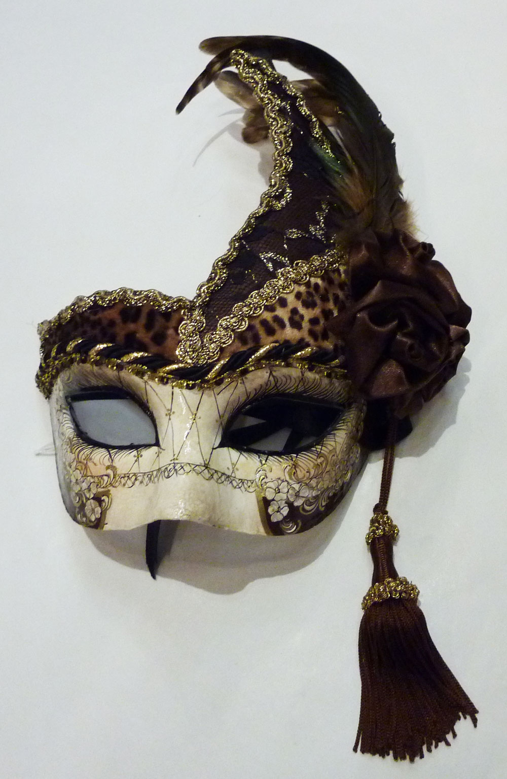 Les masques traditionnels du carnaval de venise schegge - Masque venitien decoration ...